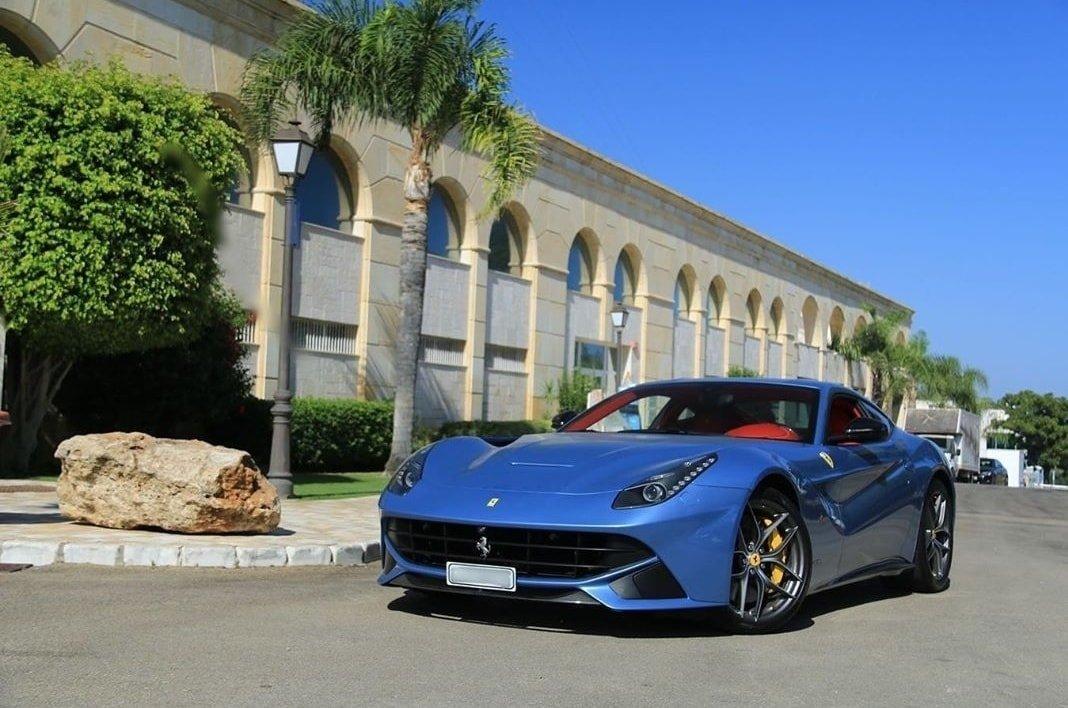 รถสีน้ำเงิน