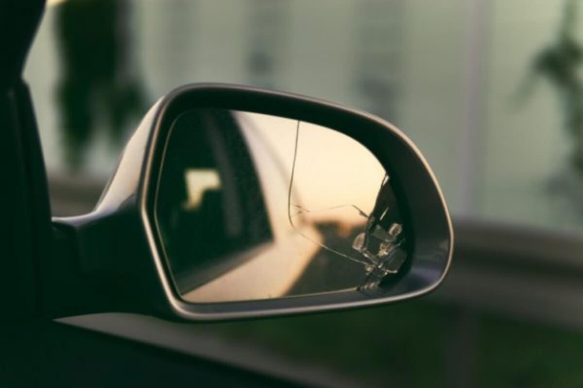 กระจกร้าว กระจกแตก