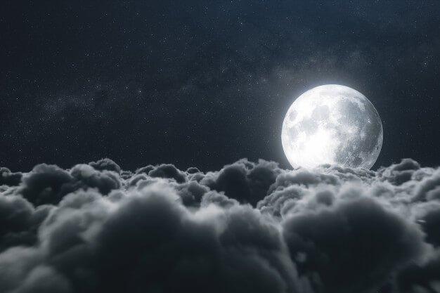 พระจันทร์ และ ก้อนเมฆ