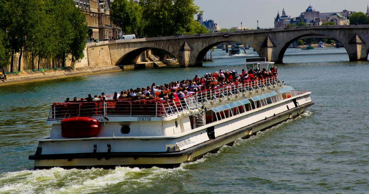 ฝันว่านั่งเรือล่องแม่น้ำ