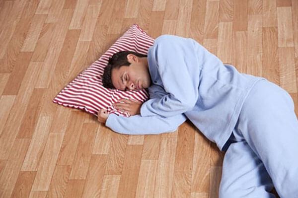 นอนบนพื้น
