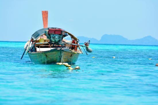 ฝันว่านั่งเรือในทะเล