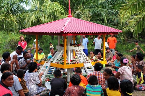arepajuk ceremony with local people