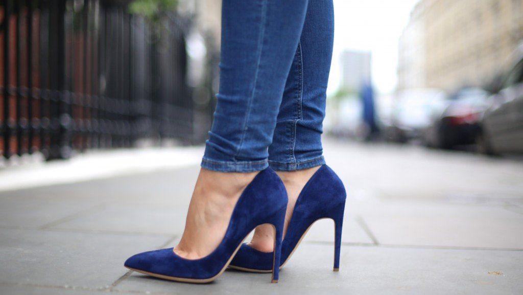 รองเท้าสีน้ำเงิน
