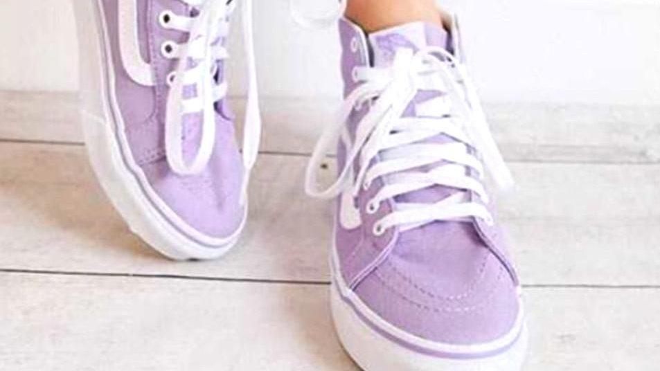 รองเท้าสีม่วง