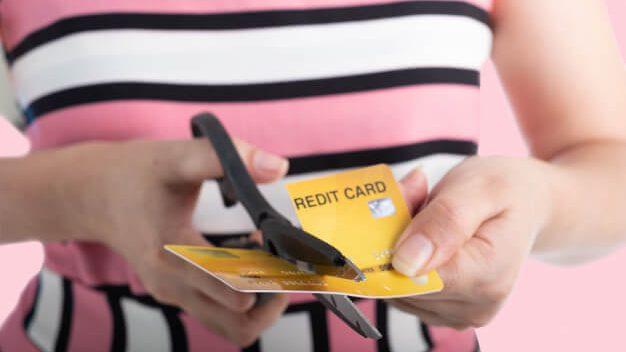 คนตัดบัตรเครดิต