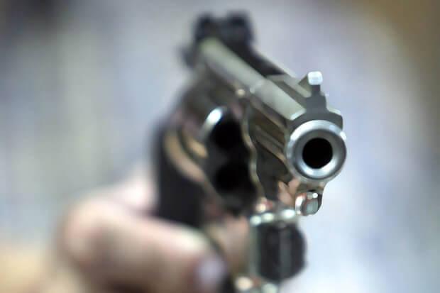 ปืนสีเงิน